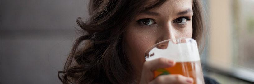 Cerveja não é coisa de mulher? Que nada, o mercado para elas não para de crescer!