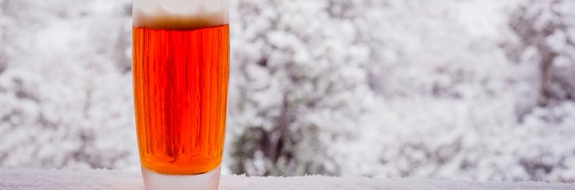 Cerveja só gelada? Não! Conheça as melhores para esquentar seu inverno