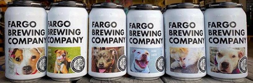 Latas de cerveja são usadas para ajudar na adoção de cães