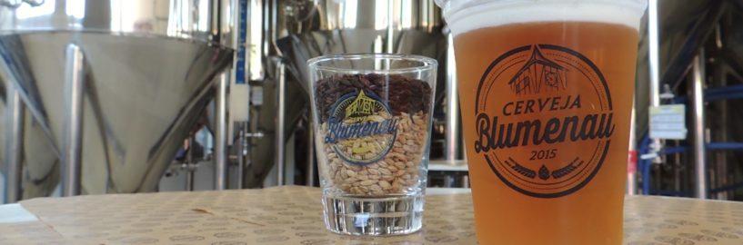 Cerveja Blumenau comemora 5 anos com brassagem colaborativa